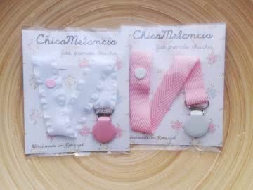 Pack: 2 Pacifier Holder | White and Pink (Frilly)